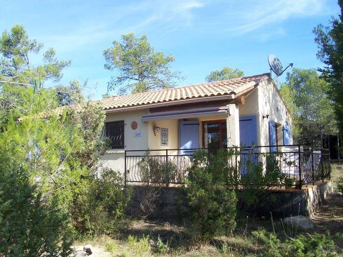 Ruime stenen bungalow nr. 285 met fraai terras