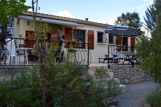 Gezellige stenen bungalow nr. 192 met heerlijk terras