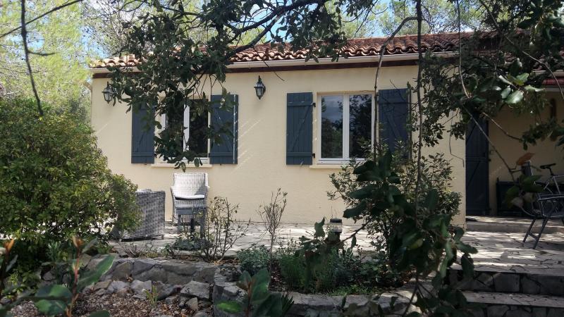Sfeervolle bungalow nr. 250 op zonnige kavel