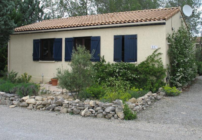 Comfortabele stenen bungalow nr. 187 op ruime kavel